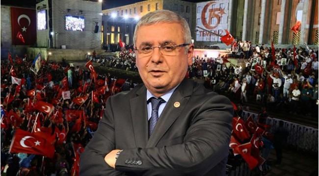 AK Parti'li Mehmet Metiner: 'FETÖ' destekçisi eski bakanlar sol yanımda oturuyor