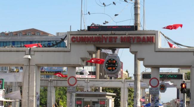 Bakırköy'de Polis Otosundan Kaçan Zanlı, Vuruldu
