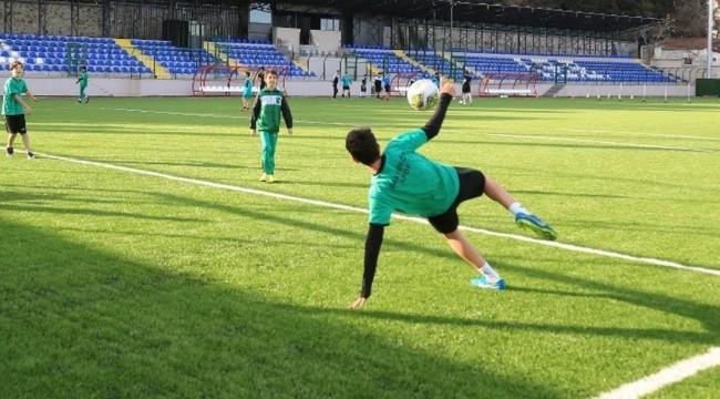 Yenilenen Şenlikköy Stadı Hizmete Açıldı