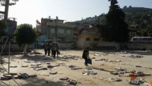 AKP okul bahçesinde iftar verdi, öğrenciler çöplüğe dönen okula gitti
