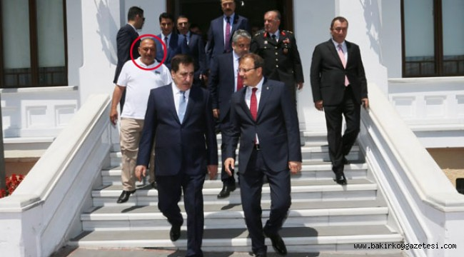 Devletin resmi bayramlaşmasında mafya lideri mi vardı?