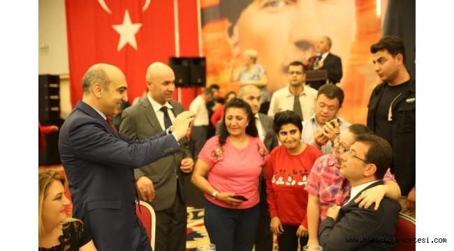 Bakırköy'de Ekrem İmamoğlu Engellilerle İftarda Buluştu
