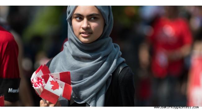 Kanada'nın Fransız eyaleti Quebec kamuda türban ve kipayı yasakladı