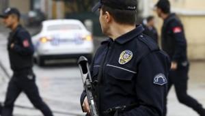 Bakırköy'de alışveriş merkezinde kendilerine polis süsü verip, vatandaşlarını dolandırdılar