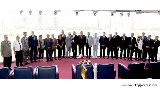 Bakırköy Belediye Başkanlığı Koşusu'nu  HİLALEDA kazandı!