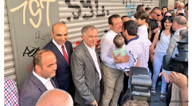 CHP 'li İBB Başkanı Ekrem İmamoğlu, vatandaşlarla bayramlaştı