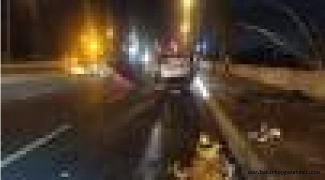 Bakırköy'de takla atarak hurdaya dönen araçtan sağ çıktı